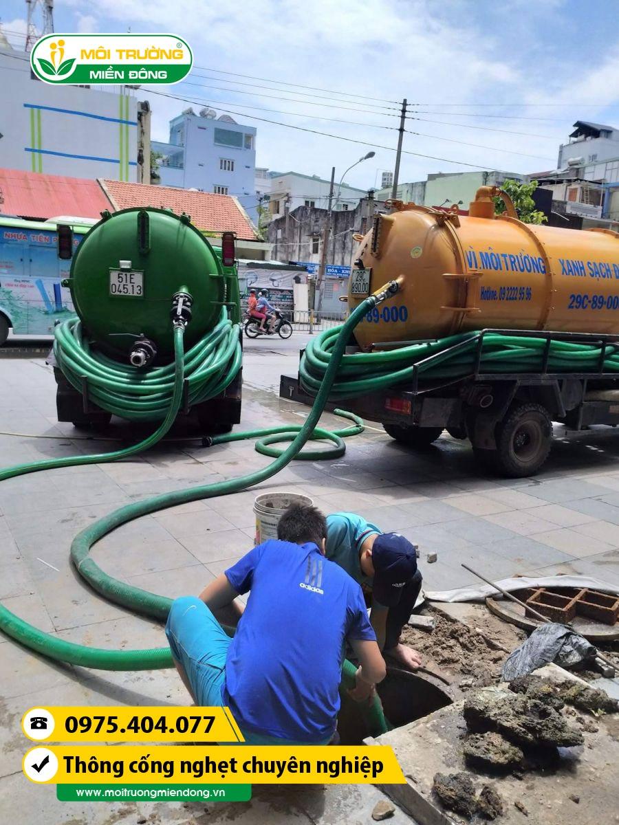 Xử lý thông cống nghẹt đường dân sinh tại Thị xã Dĩ An, Bình Dương ☎ 0975.404.077 #moitruong #vietnam #Environmental #việtnam #wc #nhavesinh #BìnhDương