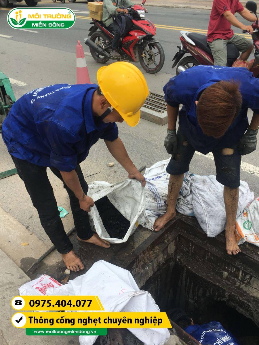 Xử lý thông cống nghẹt tại các khu đô thị trên phường Hiệp Bình Chánh, Quận Thủ Đức, TP. HCM ☎ 0975.404.077 #moitruong #vietnam #Environmental #việtnam #wc #nhavesinh #HCM