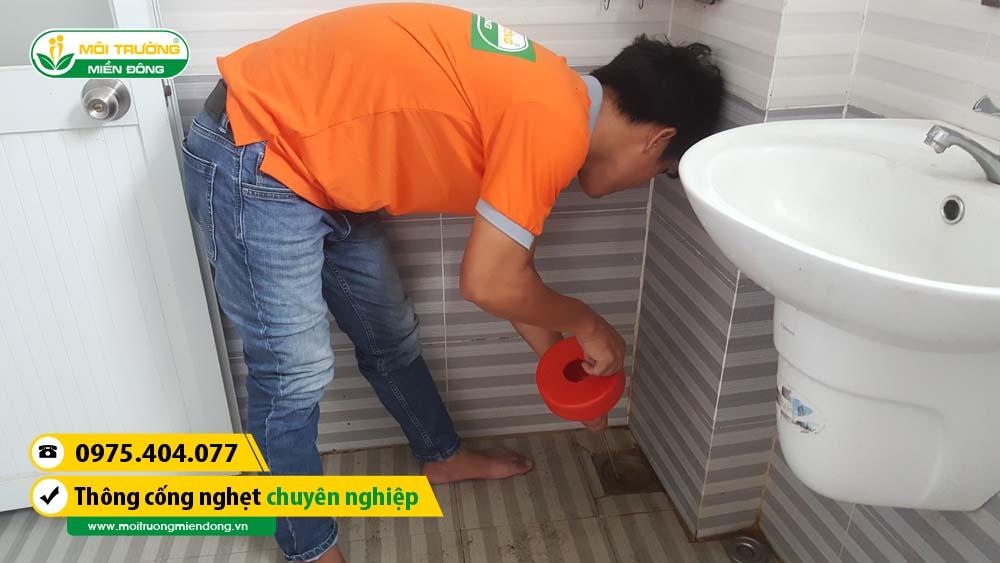 Thợ xử lý thông cống nghẹt cho khách hàng tại phường Hiệp Bình Chánh, Quận Thủ Đức, TP. HCM ☎ 0975.404.077 #moitruong #vietnam #Environmental #việtnam #wc #nhavesinh #HCM
