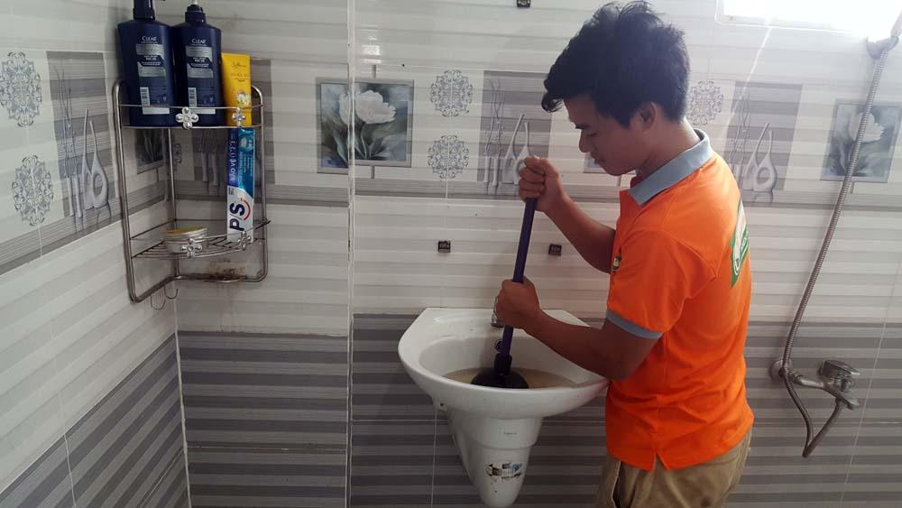Dịch vụ thông tắc bồn rửa mặt Lavabo xử lý nhanh và sạch 100% tại đường Đào Tông Nguyên, Huyện Nhà Bè, HCM ☎ 0975.404.077 #moitruong #vietnam #Environmental #việtnam #wc #nhavesinh #lavabo #HCM