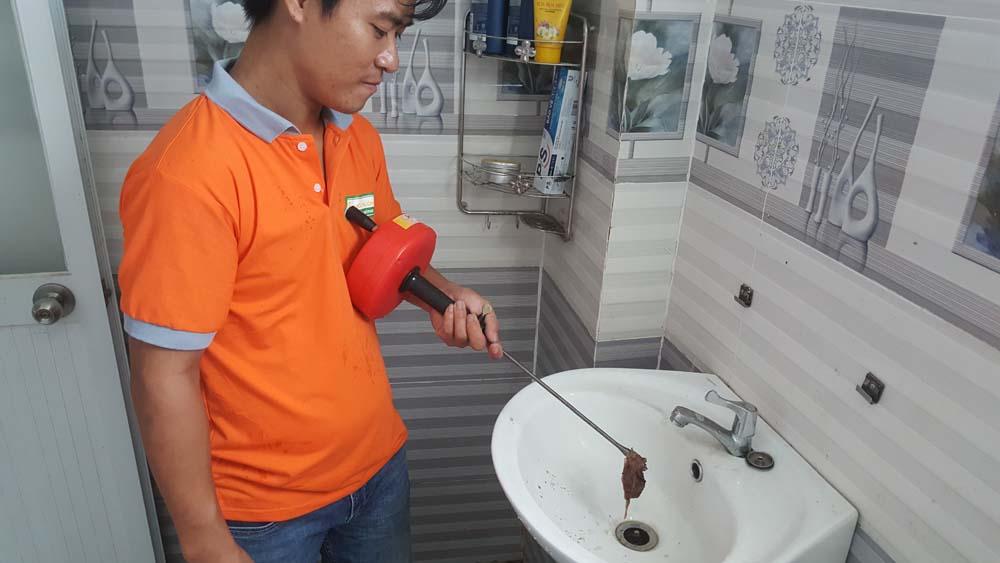 Dịch vụ thông tắc bồn rửa mặt Lavabo cho hộ gia đình tại đường Đào Tông Nguyên, Huyện Nhà Bè, HCM ☎ 0975.404.077 #moitruong #vietnam #Environmental #việtnam #wc #nhavesinh #lavabo #HCM