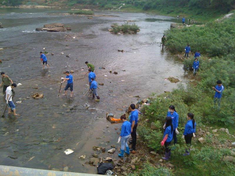Thanh niên tình nguyện tham gia dọn rẹp rác thải tại sự kiện môi trường nổi bật tại Hải Phòng năm 2019. Các vấn đề nóng và mới nhất cập nhật liên tục... ☎ 0975.404.077 #moitruong #vietnam #Environmental #việtnam #XYLITOL