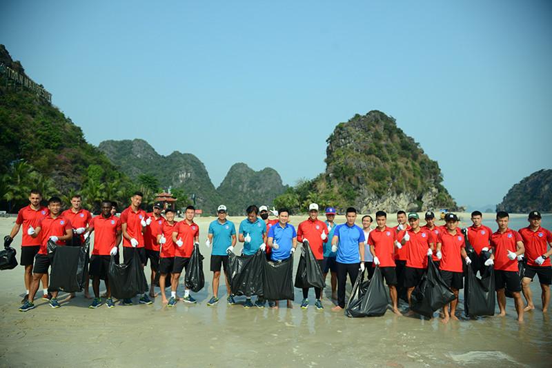 Bầu Tam cùng CLB Than Quảng Ninh cùng nhặt rác chung tay chống rác thải nhựa #racthai #moitruong #vietnam #Environmental #việtnam
